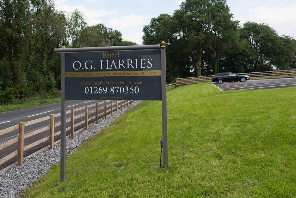 OG-Harries-Funeral-Directors-Pontyberem-Funeral-Home-Carmarthenshire-Pontyberem-Llanelli-Sign